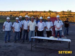 Engenheiro Marcelo Kops junto com equipe da Perto Automação em teste de detonação e segurança.